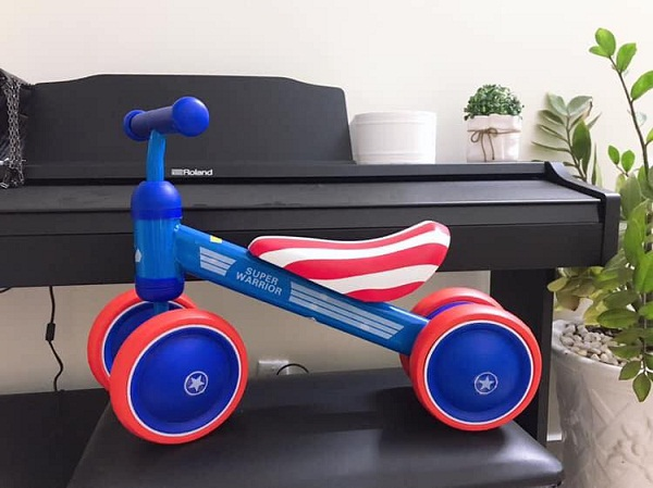 Xe chòi chân 4 bánh thăng bằng cho bé